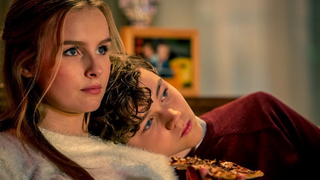 Olivia DeJonge und Levi Miller in Better Watch Out